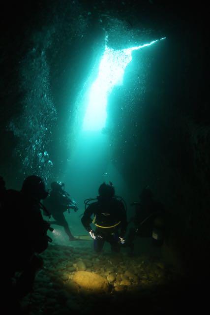 0Q4A0440水路下の洞窟