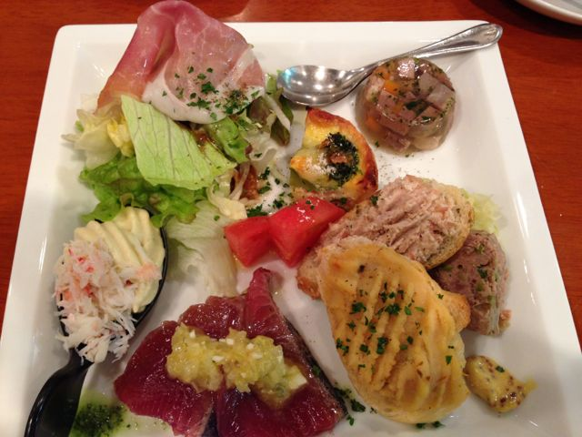 8.IMG_1621ビストロ・ブータントランの前菜