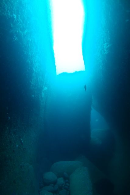 DSC09399水路下の洞窟
