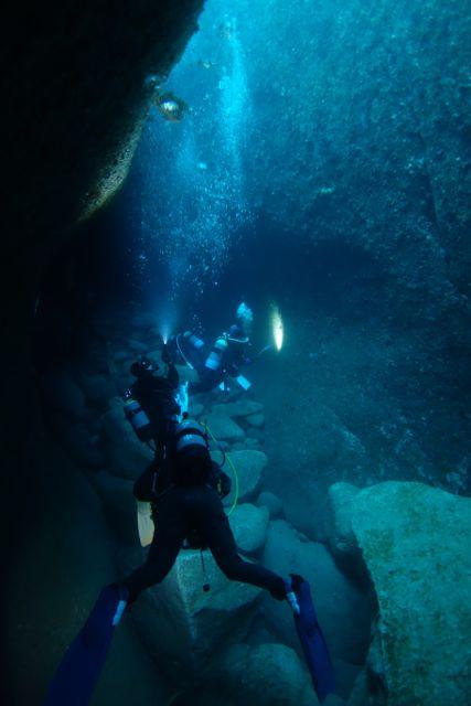DSC09887水路下の洞窟