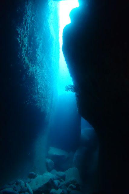 DSC09892水路下の洞窟