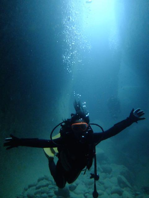 DSCF0695水路下の洞窟