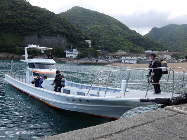 DSCF0846新艇に乗り込む