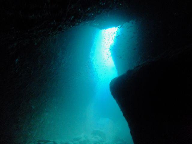 DSCF1710水路下の洞窟