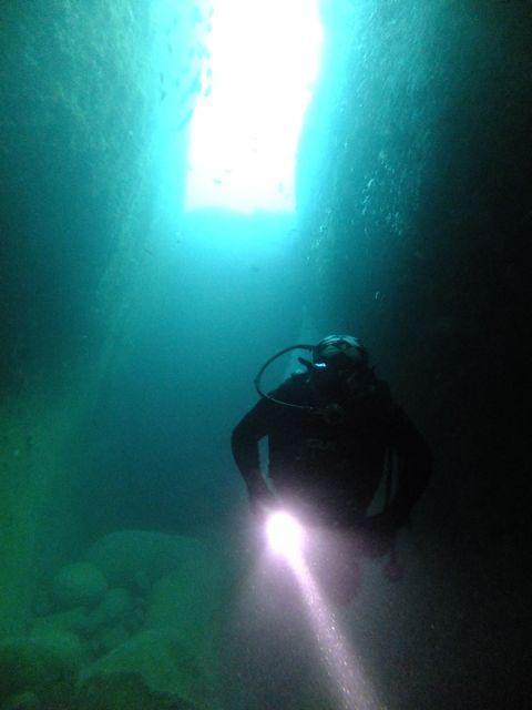 DSCF2864水路下の洞窟