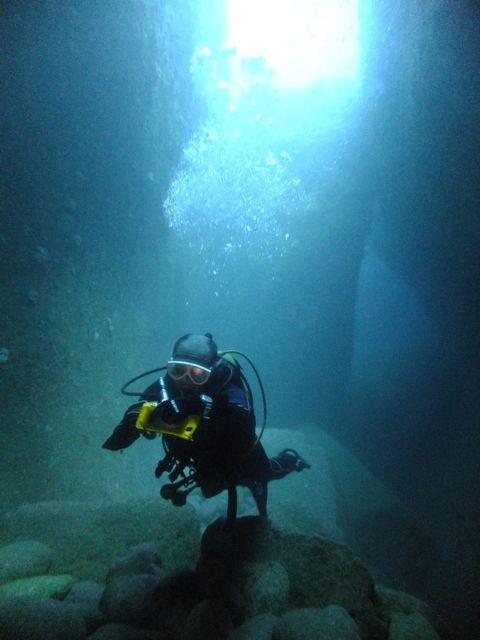 DSCF4050水路下の洞窟