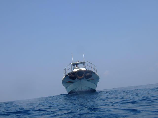 DSCF4701迎えに来た船