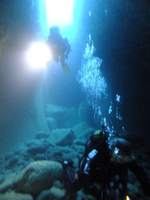DSCF6360水路下の洞窟