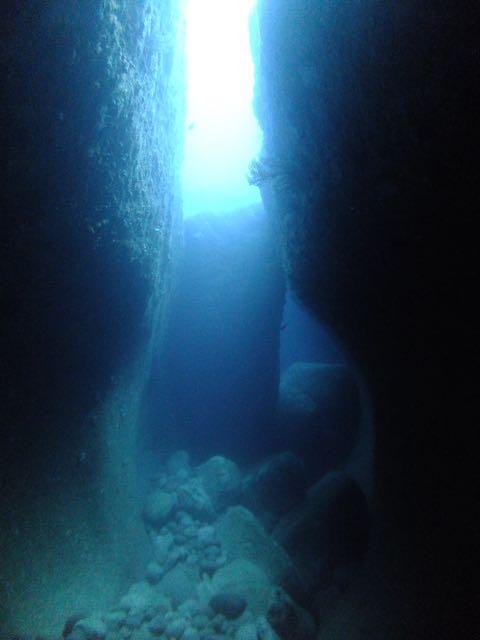 DSCF6468水路下の洞窟