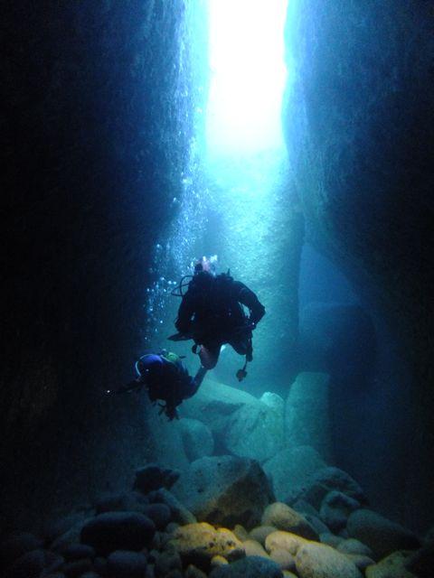 DSCF6731水路下の洞窟