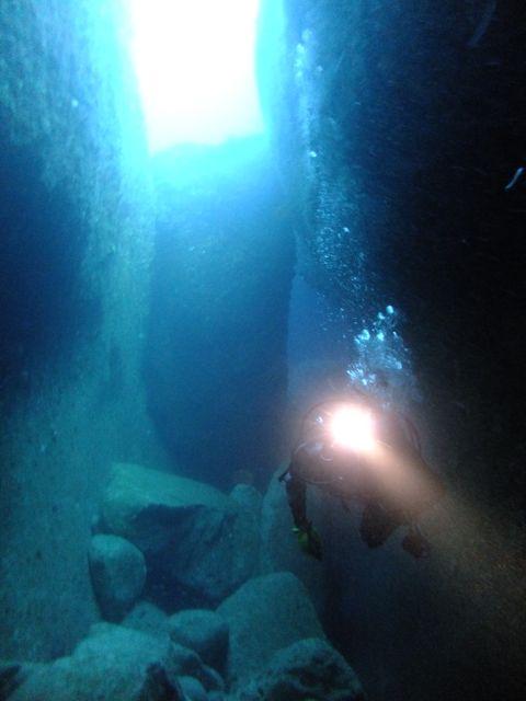 DSCF6784水路下の洞窟