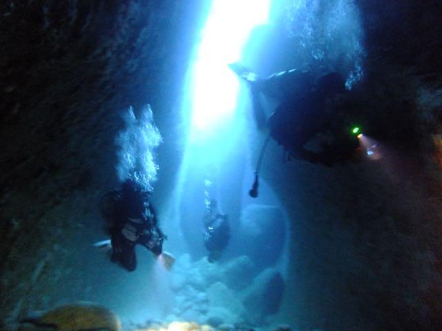 DSCF6790水路下の洞窟