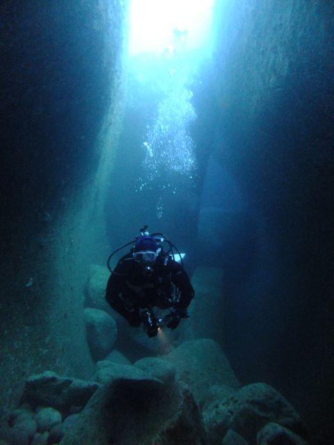 DSCF6820水路下の洞窟