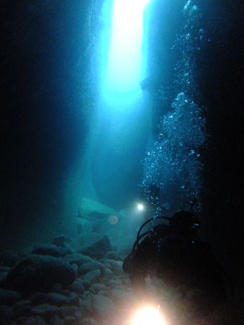 DSCF6973水路下の洞窟