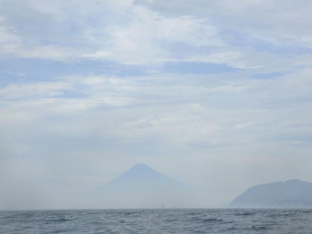 DSCF7743水面から富士山