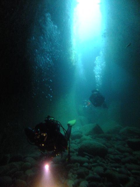 DSCF8448水路下の洞窟