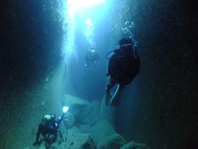 DSCF8770水路下の洞窟
