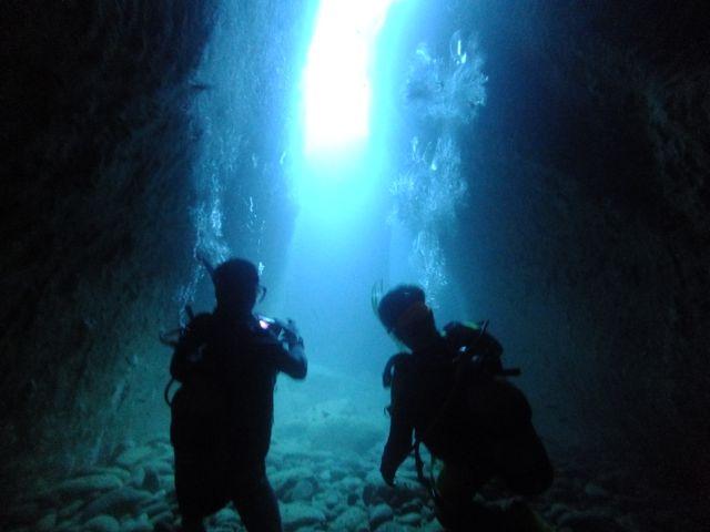DSCF8818水路下の洞窟