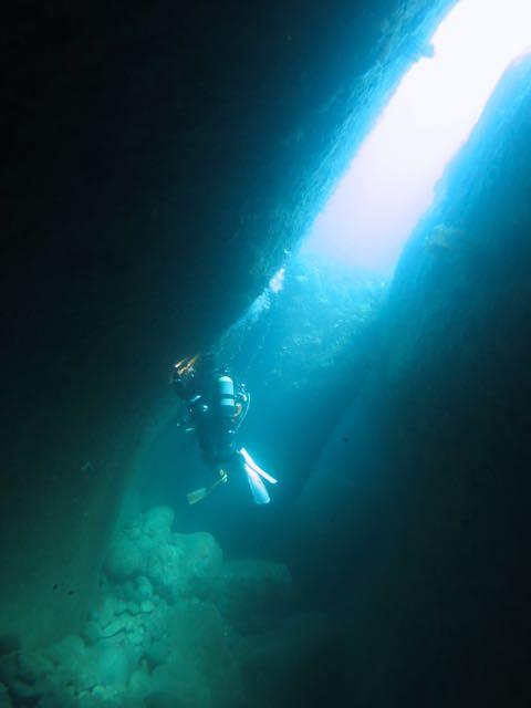 IMG_0019水路下の洞窟
