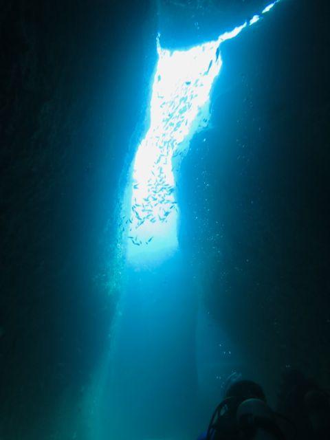 IMG_0505水路下の洞窟