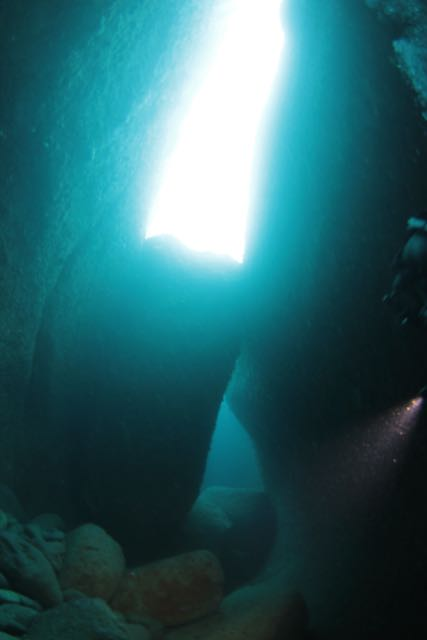 IMG_1185水路下の洞窟