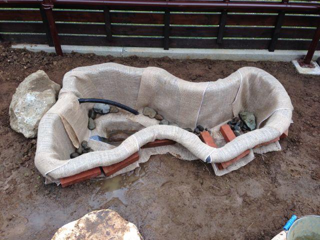 IMG_2381緑化シートと石入れ